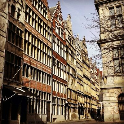 I wish i had one of this buidings 😄 Old Building Street Architecture Love Antwerpen Belgium Belgie City Citytrip Travel Sunday Sun Instagram Instatravel Instagood Instabelgium Bjorngruppen Dutch