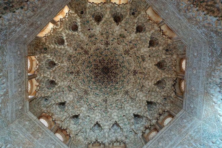 Alhambra 18 Alabaster Stucco Andalusian Architecture Arabesques Dekorative Kohlblume Geometrical Patterns High Angle View Islamic Art Islamic Calligraphy Mudejar Art Muqarnas Ceiling Decoration Muslim Empire Nasriden Palac Wall Pattern