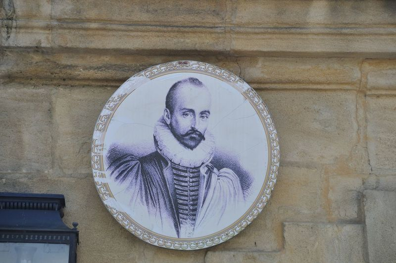 SARLAT-LA-CANEDA_ FRANCE,23 JULY, 2016:Michel de Montaigne, portrait on the Montaigne hotel Montaigne Architecture Art And Craft Belief Building Built Structure Craft Creativity Day Human Representation Low Angle View Male Likeness No People Religion Representation Sarlat La Canéda Sculpture Spirituality Statue Wall - Building Feature