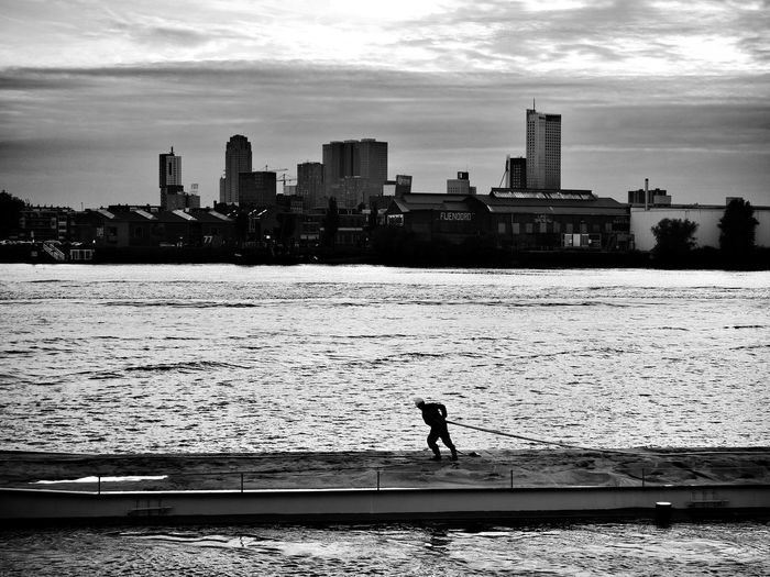 All work and no play Rotterdam Menatwork Skyline Blackandwhitephotography Streetphotography People Blackandwhite View Water_collection Water Work Transport
