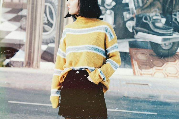 Yellow Outfit Fashion Fashion Photography Yellow Stripes EyeEm Selects EyeAmNewHere Photooftheday Details Of My Life Photography Details Denim Ootd Vintage Art Graffiti City Window Warm Clothing City Life Car Reflection Close-up Building Exterior