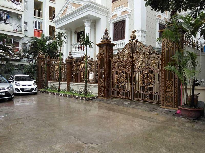 Tại Cổng nhôm đúc Thịnh Vượng House, quý bạn có thể lựa chọn được những mẫu cổng hòa hợp mệnh của thân chủ, đánh giá đúng sở thích và phong cách riêng của bạn. Cong Nhom Duc