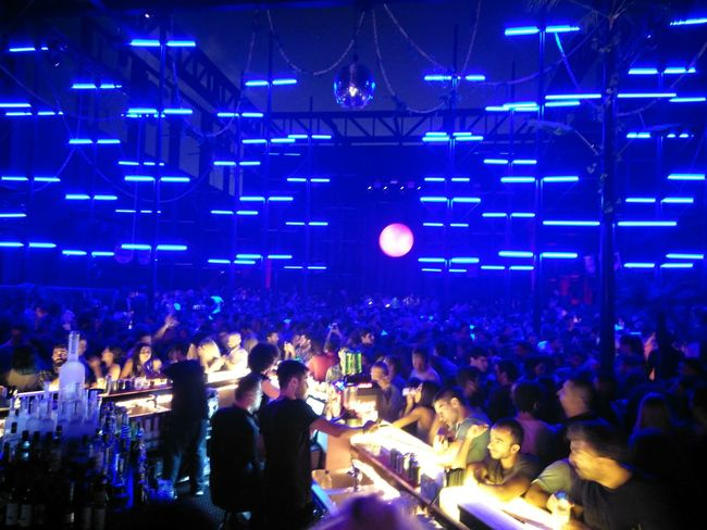Beirut Nighlife Crowd Music Illuminated Moon 🌛💃 LiveLoveLife