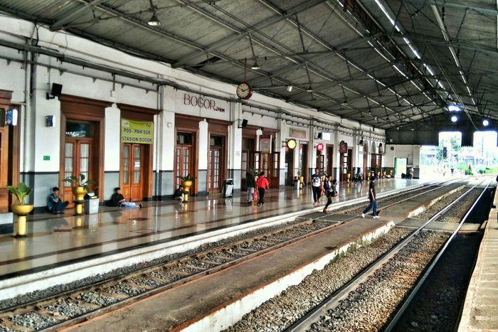 Bye bogor Public Transportation Train Commuting Station Weekend Bogor