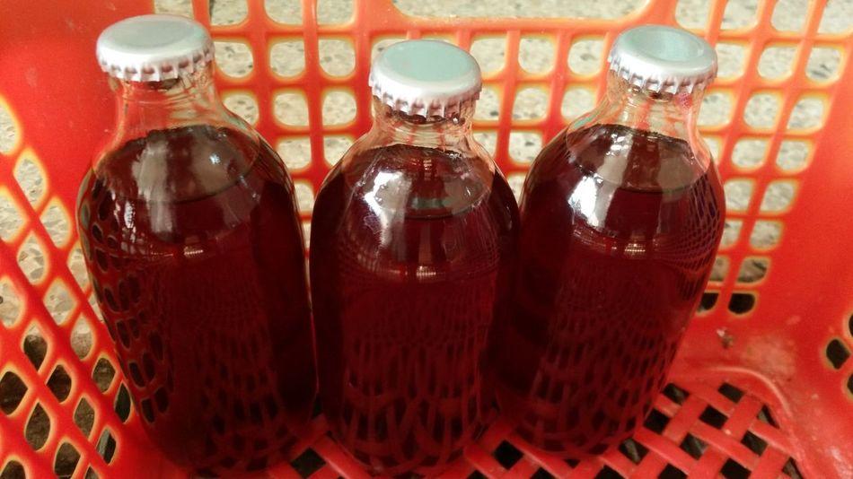 น้ำลูกม่อนที่เพิ่งผ่านกระบวนการปิดฝาและพาสเจอไรส์ด้วยความร้อน Industry Industry Juic Mulberry Mulberry Juice Bottle Food And Drink Juice Pasteurized น้ำผลไม้ น้ำลูกหม