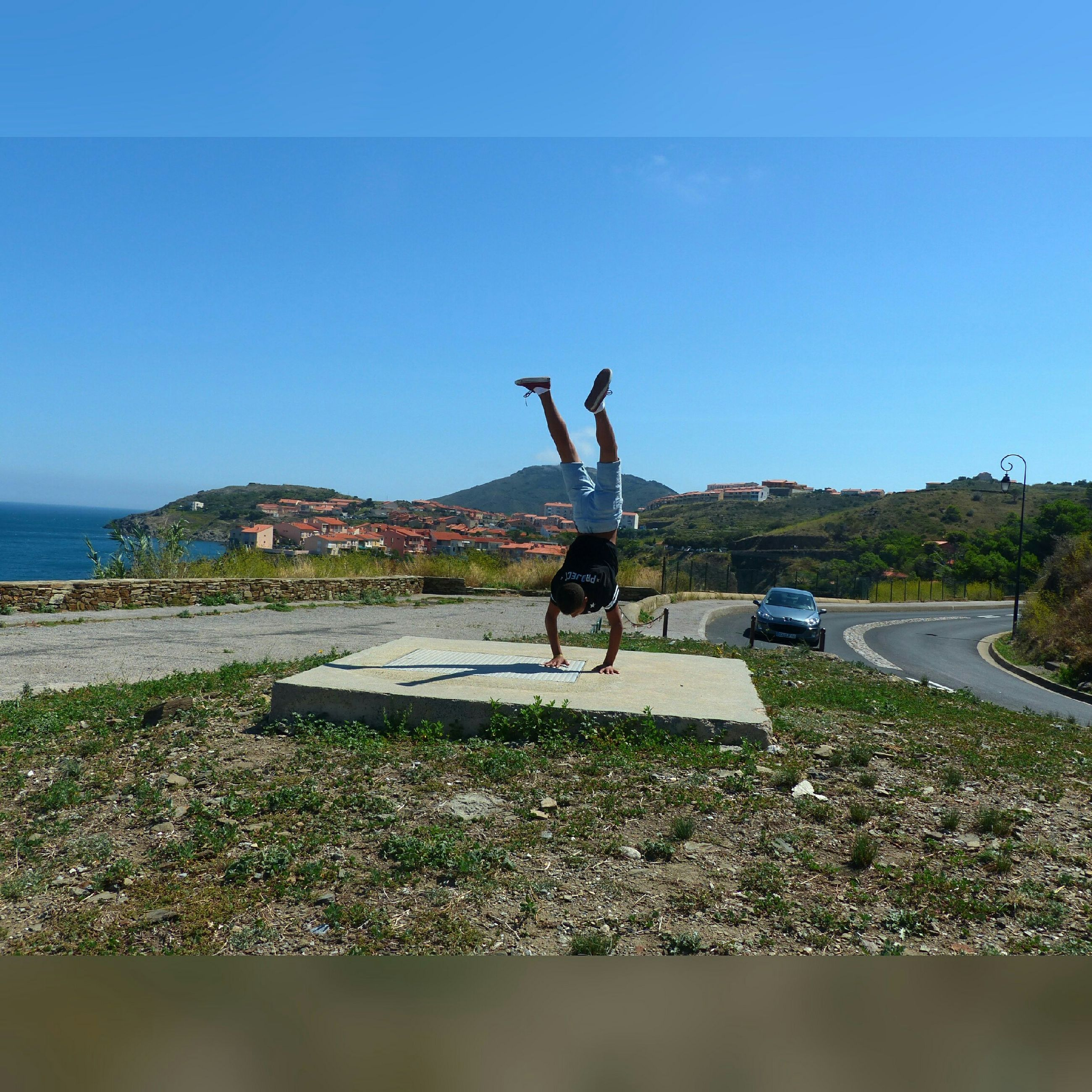 lifestyles, full length, leisure activity, mid-air, clear sky, jumping, men, copy space, blue, water, enjoyment, motion, sport, fun, sky, arms raised, person, sunlight