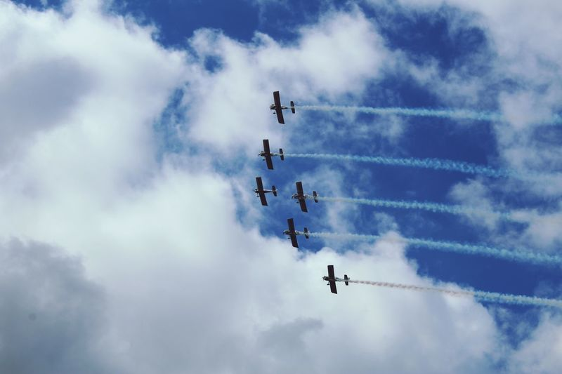 EyeEm Selects Airshow Teamwork Sky Flying Low Angle View Cloud - Sky Speed Airplane Fighter Plane Smoke - Physical Structure Vapor Trail Military Airplane Air Vehicle Transportation Mode Of Transport Performance Arrangement Day Skill