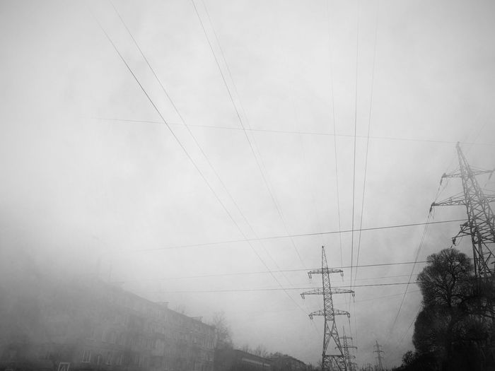 Withgalaxy снятонаgalaxy Saint Petersburg Санкт-Петербург Bw Bnw Blackandwhite Black And White Black & White Outdoors Autumn Telephone Line Electricity Pylon Fog Electricity  Cable Technology Power Line  Sky Power Cable RainDrop