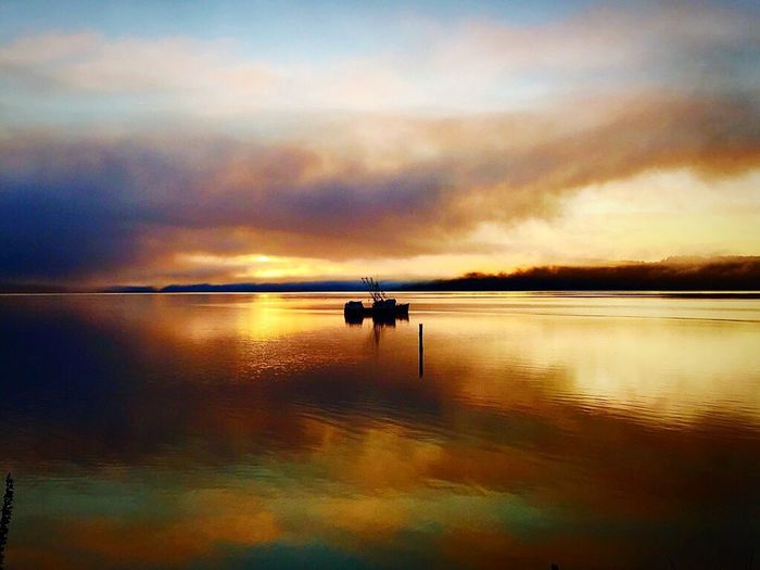 Tranquility fishing Water Horizon Over Water sunrise early morning Cloud - Sky Scenics Silhouette Sky Transportation Outdoors No People EyeEmNewHere Potlatch WA