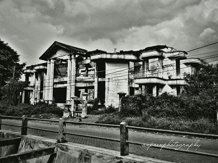 Showcase: December Haunted House Darmo Surabaya Taking Photos Hanging Out Mobile Photography Indonesia_photography Eyemphotography Oldbuilding