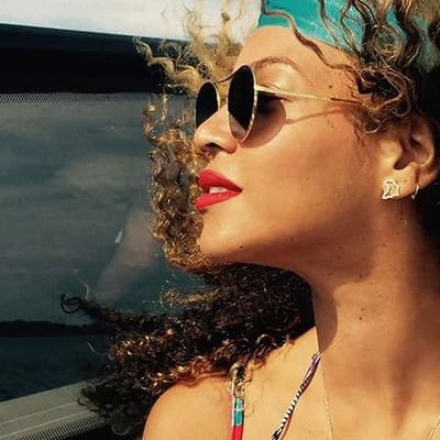 Happy b-day QUEEN B! 👑🍰 Queen Beautifulday Happybday B Beyonce Instagood Instahappyday Instahappybday Instadiva Instabestsinger Instalove Instasweet Instahappy Instahappiness Likeforme Likeforlike Likeforfollow Followforfollow
