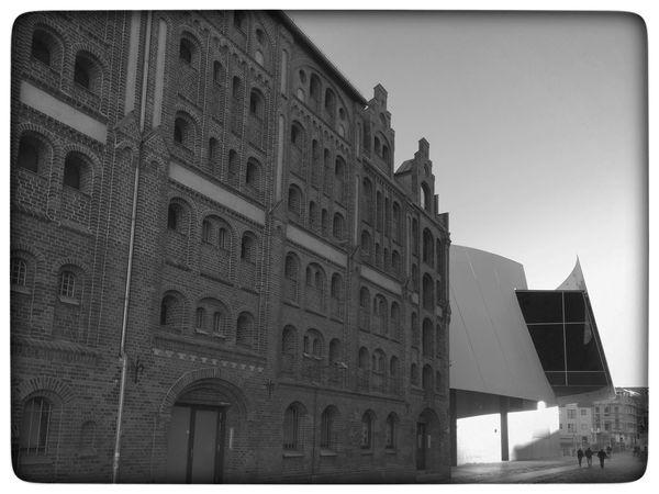 Alter Speicher und Ozeaneum Stralsund  Ozeaneum Ozeanum Stralsund Hafen Architecture Architektur B&w Blackandwhite