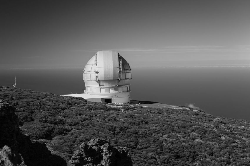 Apparentely La Palma has exceptional clear skies and therefore a large number of star observatories on the top of the mountain, quite a sight with beautiful buildings (to my opinion), we went to go see the stars at night, as it should be brilliant to see the milky way, but our view got spoiled all week by a clear bright moon.... Abandoned Black And White Bnw_friday_eyeemchallenge Brown Day Full Frame Guidance Individuality La Palma La Palma Roche De Los Muchachos Less Is More No People Outdoors Remote Side By Side Star Observatory Traveling