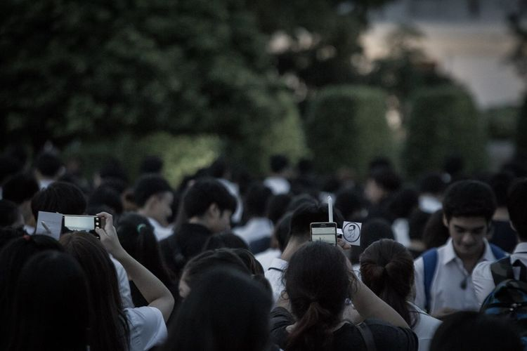 RAMA9 I Love King Sad Day Standing Thailand Camera - Photographic Equipment Cellphone Digital Camera Holding Large Group Of People Lifestyles Men Mobile Phone People Photography Themes Portable Information Device Real People Screen Selfie Smart Phone Technology Wireless Technology Women