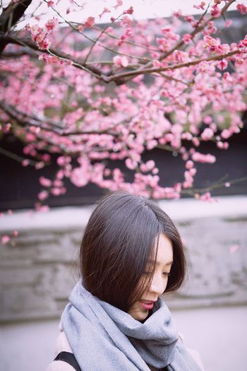 Flower One Person Real People Tree Outdoors Beauty In Nature Headshot Pink Color One Young Woman Only Underthetree
