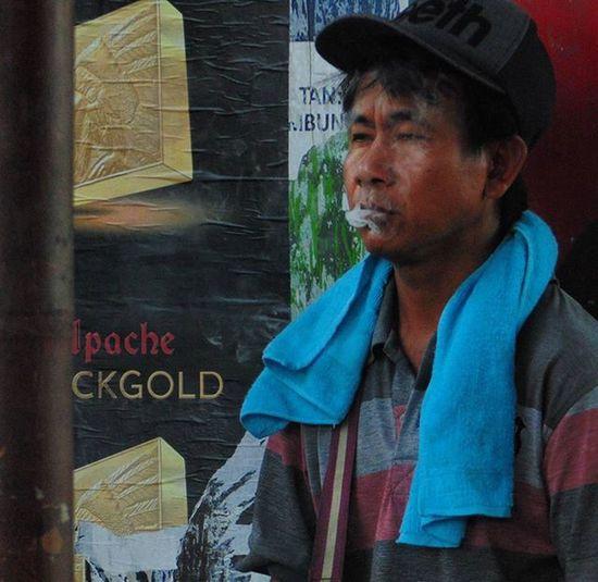 """Sejenak resah kehidupan hilang bersama asap Rokokapache ... mereokok dapat menyebabkan...."""" lihat di bungkusnya"""" @wongcangkrep"""