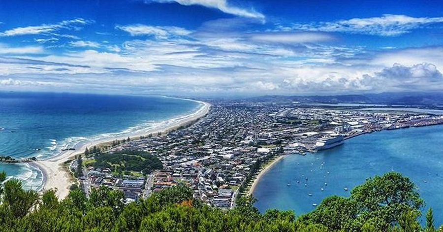 This is Tauranga one of the most beautiful beach cities in Newzealand NZ Photo taken from the top of Mtmaunganui Nzmustdo Destinationnz Beach Tracking Hiking Travelphotography Travelholic Travel Travelgram Igtravel Roadtrip Bluesky Kiwipics 뉴질랜드 타우랑가 여행 여행에미치다 여행스타그램 바다 여행사진 해외