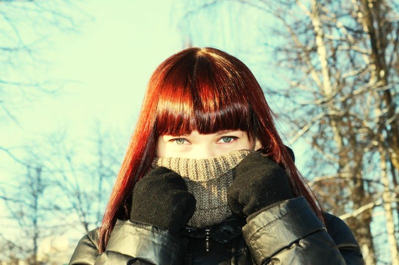 Яркий зимний день. One Person Looking At Camera Front View Portrait Bare Tree Only Women Tree Women Adult Winter One Woman Only Young Adult People Outdoors Young Women Human Eye Sky Human Body Part Skay Cut And Paste