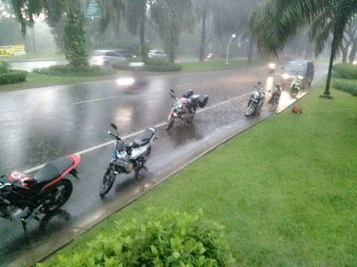 Rain Day Motorcycles Boxset Enjoying Life Taking Photos Hanging Out Relaxing