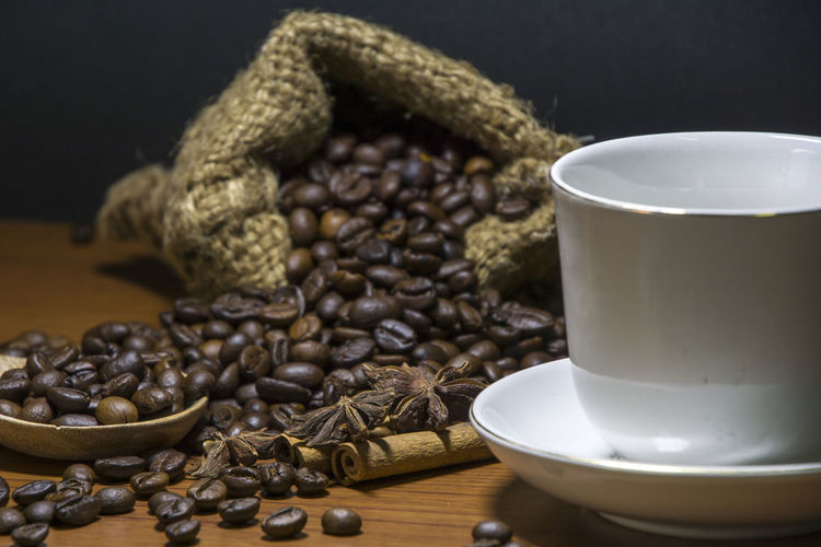 Close-up Coffee - Drink Coffee Bean Coffee Cup Drink Food Food And Drink Freshness Indoors  No People Raw Coffee Bean Refreshment Still Life Table