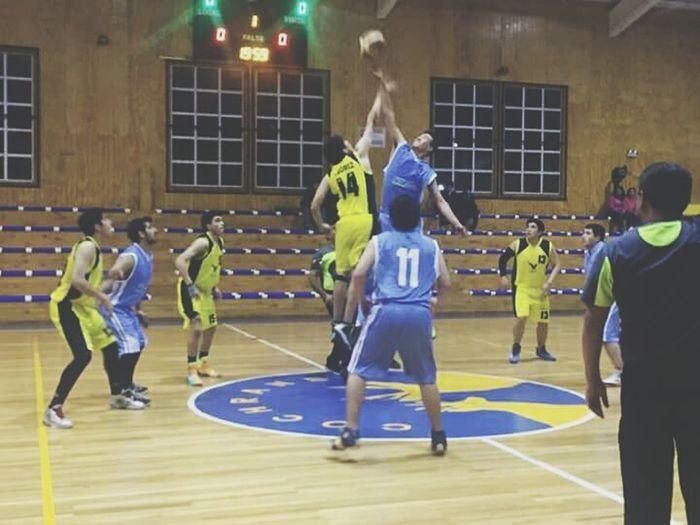 Soy el del saltode color azul Basquetball Basquetebol Ballslife Campeonato Vs