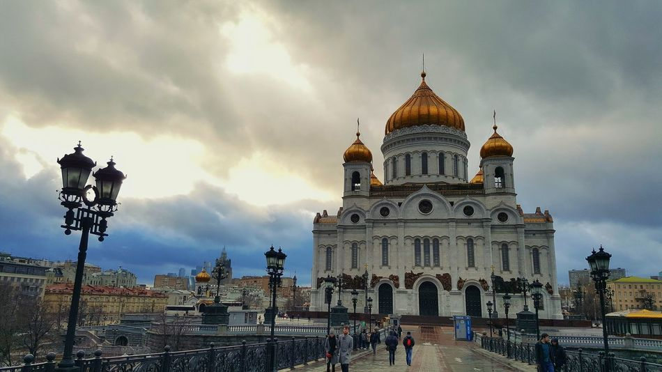 Architecture Cloud - Sky Religion Travel Destinations Sky Built Structure Outdoors Dome People Building Exterior Day Cathedral Of Christ The Savior Moscow Russia Cathedral Spirituality Architecture Orthodox Orthodox Church