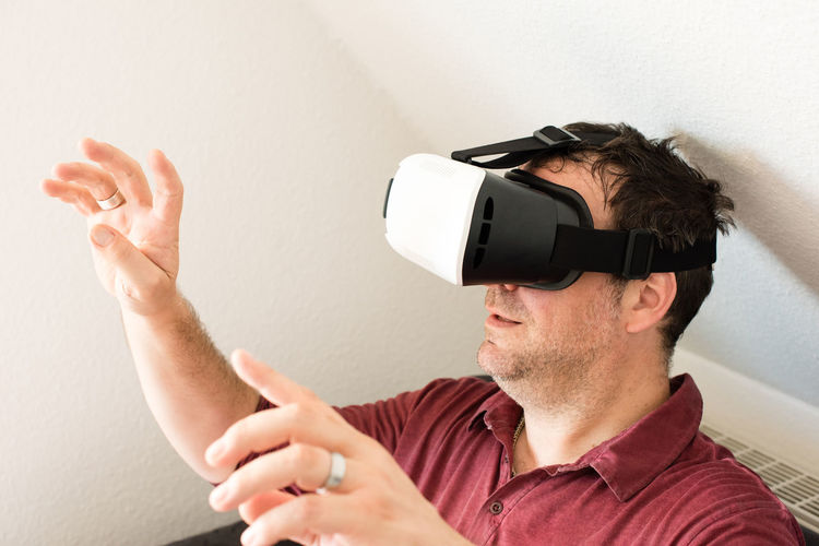 MAN LOOKING THROUGH VIRTUAL REALITY GLASSES