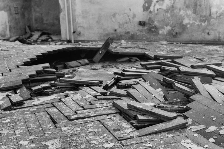 #architecture #exploration #old #whatremains Abandoned Destruction Indoors  No People Wood - Material Work Tool