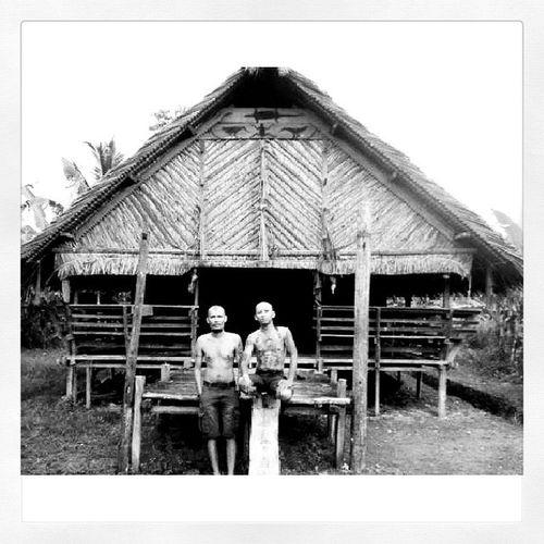 Bersama dukun tato @durgatattoo di uma siripok di pedalaman Siberut Selatan. Mentawai Mentawaitattoorevival Ekspedisitato Paradise socialtravel discoverindonesia saveourtribes tribal instanusantara indonesia
