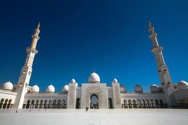 The sheikh zayed grand mosque abu dhabi with blue sky