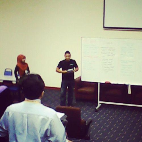 The sempoy Presentators in class Principles Marketing .