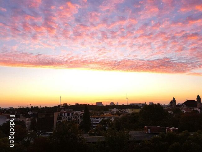 Sonnenaufgang über Berlin 6:23 am Sunrise Sunlight Sun Sky City Life Romantic Sky Cloud - Sky Sky_collection Skyline Skylines Berlin Life Moabit Ausblick EyeEm Best Shots EyeEm Nature Lover EyeEmBestPics Eyeem Berlin