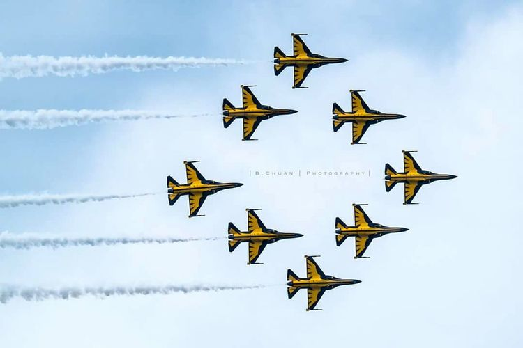 Formation Flying Jet Yellow Korea Blackeagle