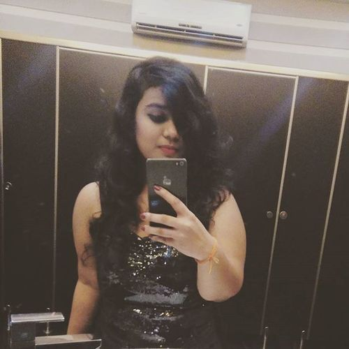 The mandatory mirror selfie.. Throwback NYE Mirror Instalike BlackIsMyColor Shimmer Veromoda