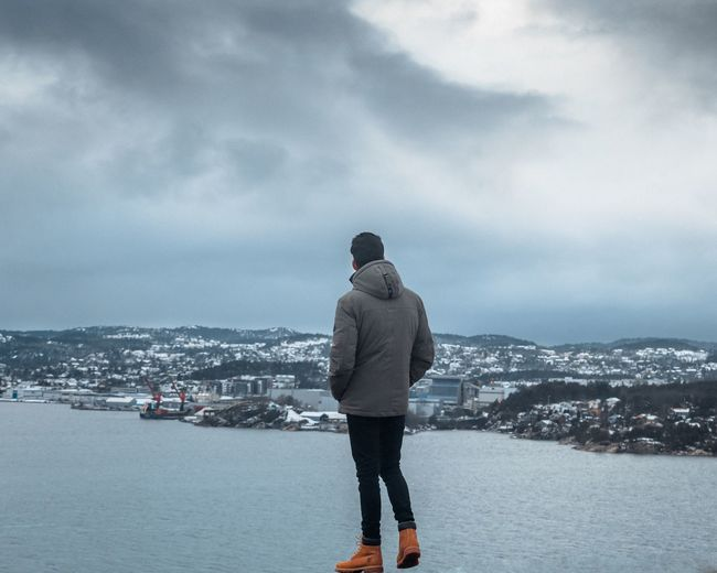 On the top of the city, just me and what am lost in.. 🕊 Me Landscape Rear View Sky Nature Sea Real People Outdoors Winter Water One Person Standing Lifestyles Mountain Scenics Tranquil Scene Tranquility Beauty In Nature Shades Of Winter