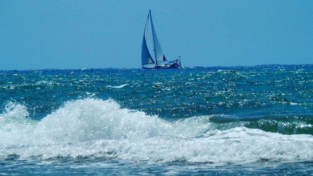 Enjoying Life Relaxing Sea Fine Art Photography Showcase: August Taking Photos Blue Color Palette Colors Waves 🌊 Wave Crest Sail Boat ⛵ Blue Colour Color Palette The Color Of Sport