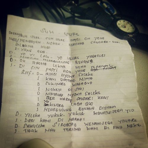 SUH ISURE Oyikk Hepuba Papua Webstapick editing jogjakarta ::: hand write of a song lyrics about noken, thank you Frans.