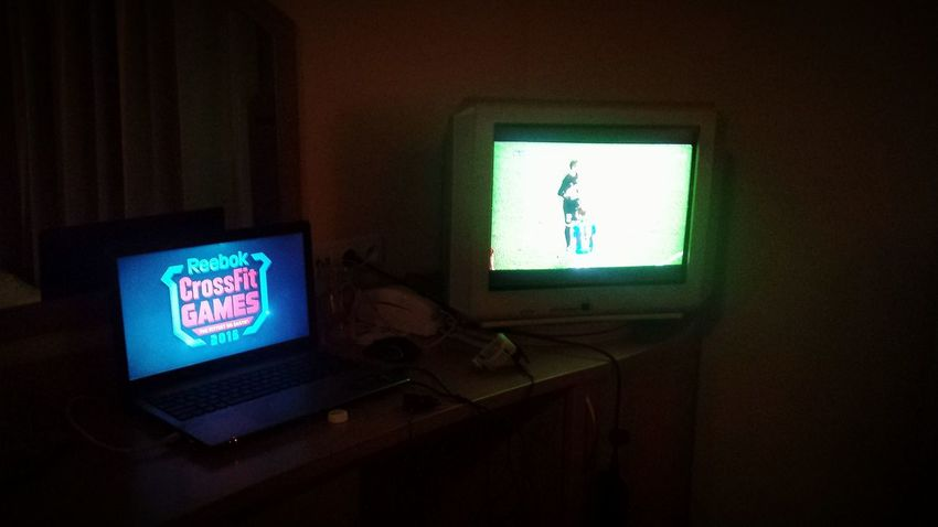 Konrad ogląda mecz a ja gejmsy :)