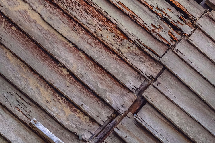 The wood wall of a pristine old house looks classic. Decay Backgrounds Damaged And Wrecked Decadent Decayed Beauty Decaying Building Full Frame Grunge Mouldy Mouldy Walls Old Wood Wall Plank Termite Weathered Wood Wood - Material Wood Grain