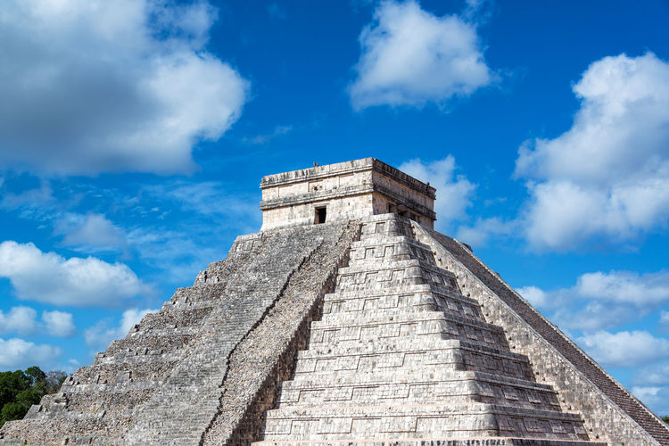 Pyramid, known as El Castillo, with a beautiful sky in the ruins of Chichen Itza, Mexico America Ancient Archaeology Architecture Chichen Chichen Itza Destination Famous Place History Landmark Mayan Mexican Mexico Ruins Sacrifice Site Stone Structure Temple Tourism Unesco Wonder Wonderworld World Yúcatan
