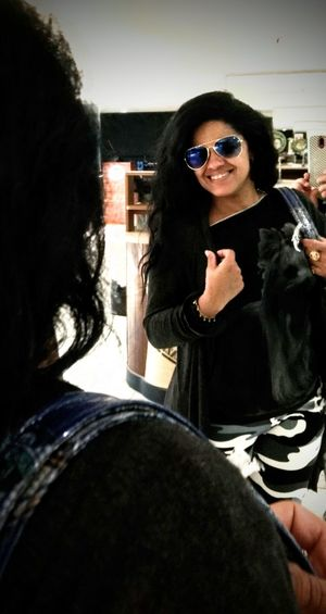 urbanwoman Sunglasses Long Hair Black Hair Smile Happy Time Happy Face Mirror Reflection Shoid Pop Star ;* ♥ Eyeem Market Free Style Portrait Photography Urban Fashion Jungle Portrait Headshot Women Sunglasses Eyeglasses  Pretty Eyewear Head And Shoulders Glasses Posing