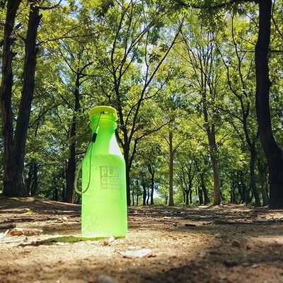 초록초록한 텀블러를 들고 공원을 산책하니 마음이 한결 가벼워지는 느낌이에요 😌 @innisfreeofficial 2015플레이그린페스티벌 2015플레이그린키트 I've got a chance to join Innisfree Play Green Festival this year. Feel so good to bring the green tumbler and walk along the park. 🌿