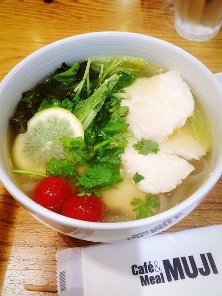 caféMUJIにてMUJIのフォーを食べました。ばて気味な時はフォーが無性に食べたくなります。 EyeEm OneCam Enjoying A Meal