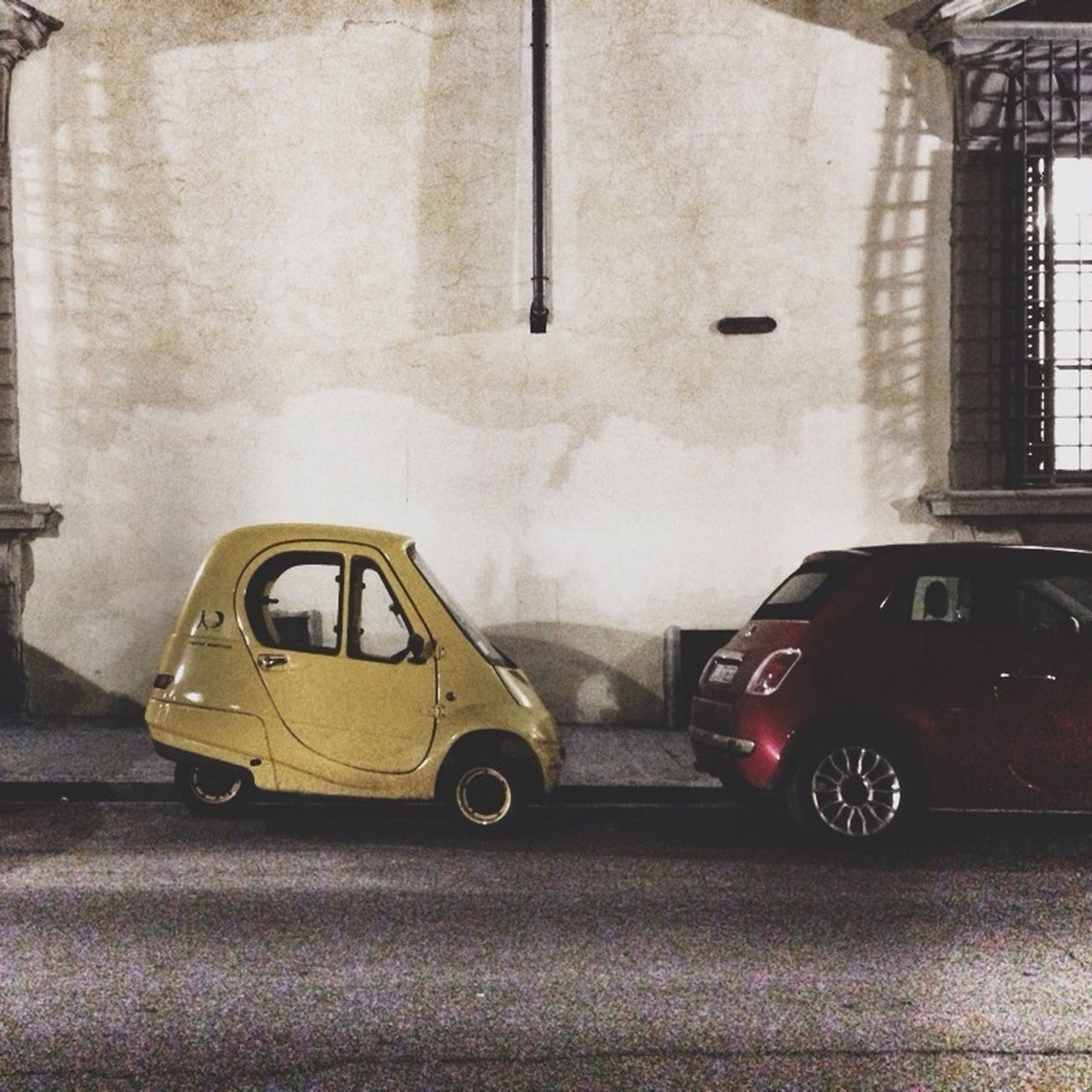 land vehicle, transportation, car, mode of transport, building exterior, architecture, street, built structure, stationary, parked, parking, road, old-fashioned, retro styled, day, outdoors, no people, vintage car, city, building