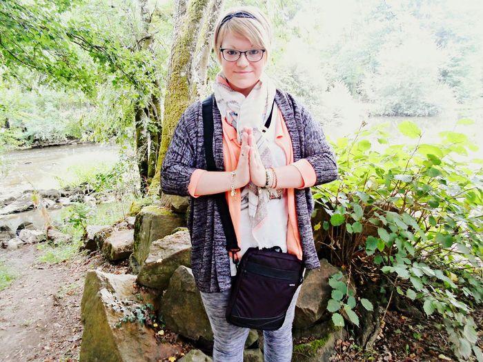 Missiz Gémeaux MonCombat Meditation Nature Pierre Saint-Céneri-le-Gérei Foret Spiritualité Namaste