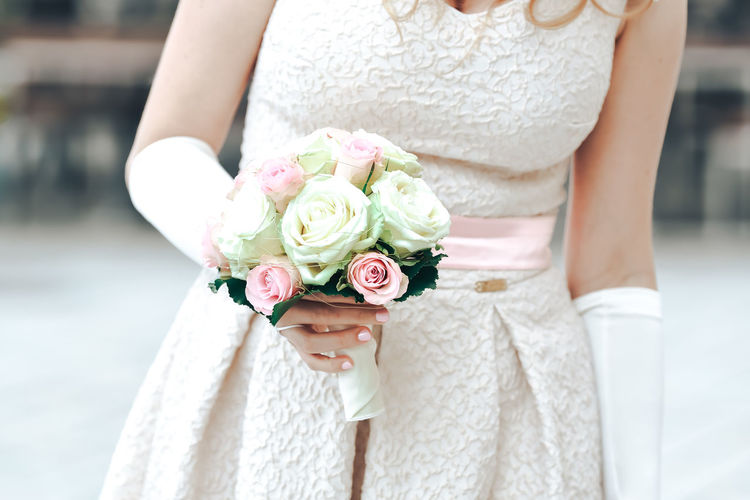 Wedding Flower Midsection Flowering Plant Women Celebration Adult Wedding Dress Bride Event Newlywed Flower Arrangement Bouquet One Person Life Events Plant Focus On Foreground Rose - Flower Holding Rosé Hand Outdoors Beautiful Woman