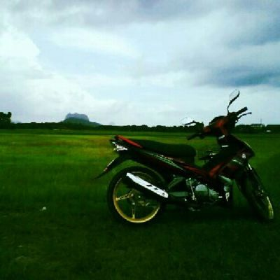 This is the reason why I love arau! And also lovelovelove owner of the motorcycle. Hehe Paddy Uitm Arau Perlis beautiful Subhanallah
