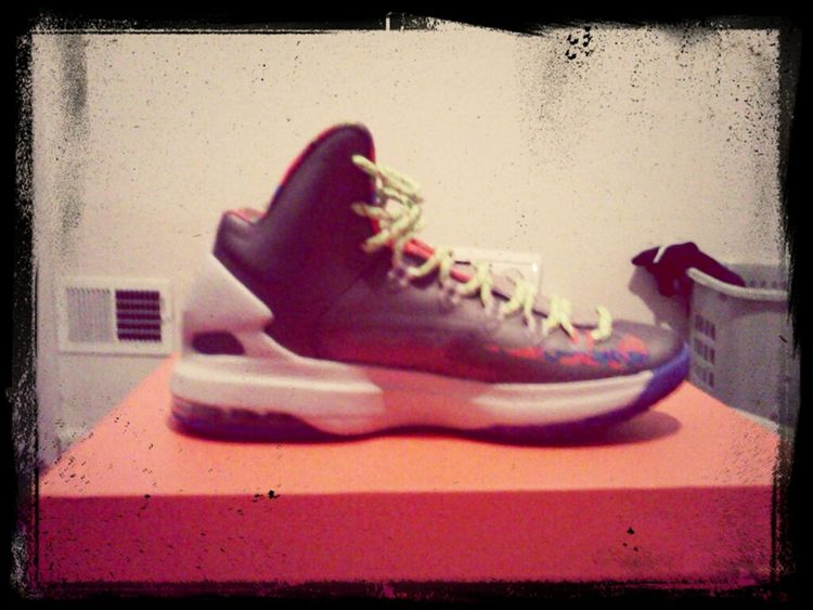 My Hoopin shoes only thing I need now is the KD's elite socks #Hoopin