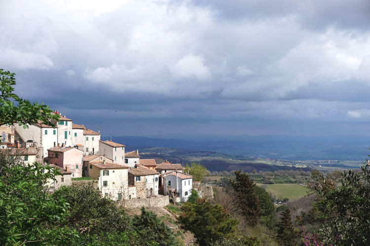 un villagio in Toscana Cloud - Sky Architecture Building Exterior Sky Built Structure Building Tree Plant Nature Residential District City Day No People High Angle View Outdoors Beauty In Nature Scenics - Nature Growth Town Cityscape TOWNSCAPE Medieval Tuscany Italy Travel Hill Clouds Village