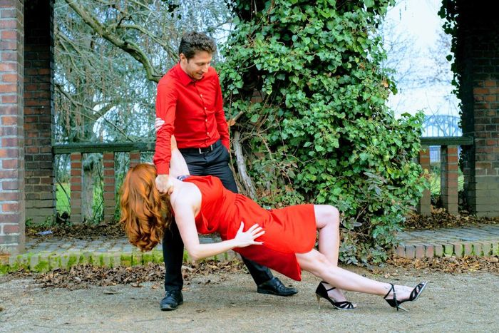 Red Sport People Exercising City Outdoors Motion Real People Nature Cologne Tango Dancers Tango Streetdancing Tango
